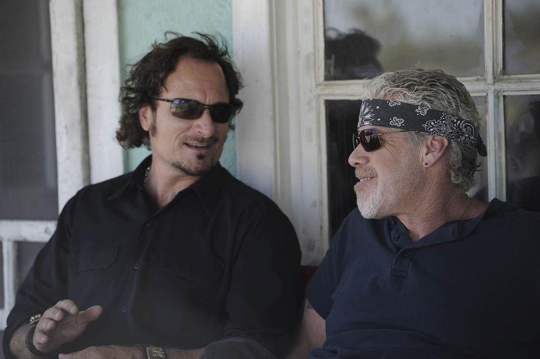 Können Tig (Kim Coates, l.) und Clay (Ron Perlman, r.) die SAMTAZ wieder auf den richtigen Weg führen? - Bildquelle: 2011 Twentieth Century Fox Film Corporation and Bluebush Productions, LLC. All rights reserved.
