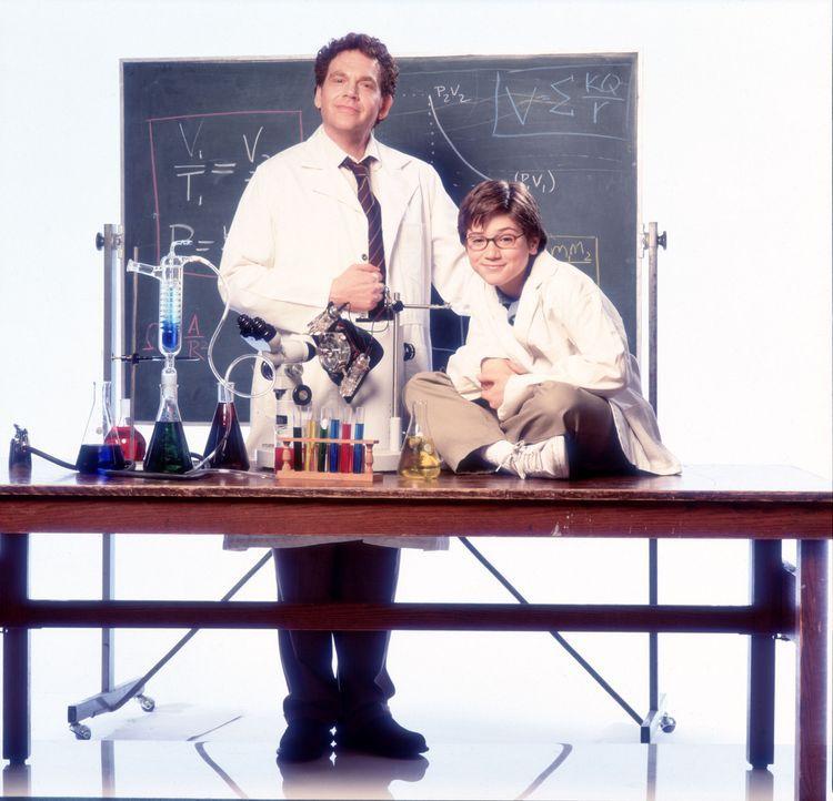 Dr. Krickstein (Charles Fleischer, l.) ist immer wieder überrascht vom Wissen des 13-jährigen Charlie 'Chaz' Boyle (Trevor Morgan, r.), der ein Ph... - Bildquelle: Disney