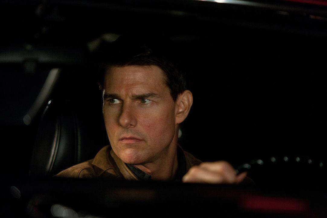 Obwohl Jack Reacher (Tom Cruise) nichts lieber täte, als den ehemaligen US-Army-Scharfschützen James Barr an den Galgen zu bringen, bitte dieser aus... - Bildquelle: Karen Ballard MMXII Paramount Pictures Corporation. All Rights Reserved.