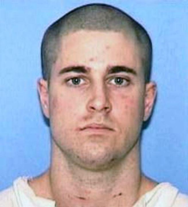 Colton Pitonyak ermordet eine 21-Jährige und ruft anschließend seine Freundin an, damit diese ihm hilft, den Mord zu vertuschen. Blind vor Liebe ste... - Bildquelle: 2016 NBCUniversal Alle Rechte vorbehalten