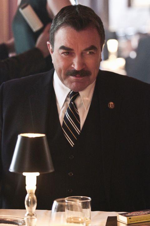 Um einen Verbrecherring zu sprengen, greift Frank (Tom Selleck) zu ungewöhnlichen Mitteln: Er trifft sich mit einem hochrangigen Mafia-Anwalt ... - Bildquelle: Giovanni Rufino 2012 CBS Broadcasting Inc. All Rights Reserved.
