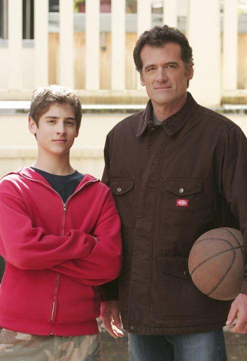 Sind anfangs etwas skeptisch Kyle gegenüber: Josh (Jean-Luc Bilodeau, l.) und Stephen Trager (Bruce Thomas, r.) ... - Bildquelle: TOUCHSTONE TELEVISION