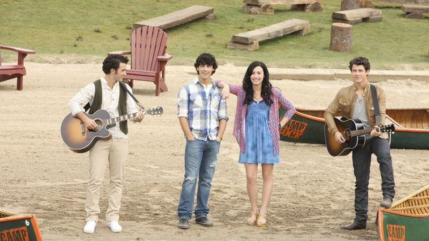 Gelingt es (v.l.n.r.) Jason (Kevin Jonas), Shane (Joe Jonas), Mitchie (Demi L...