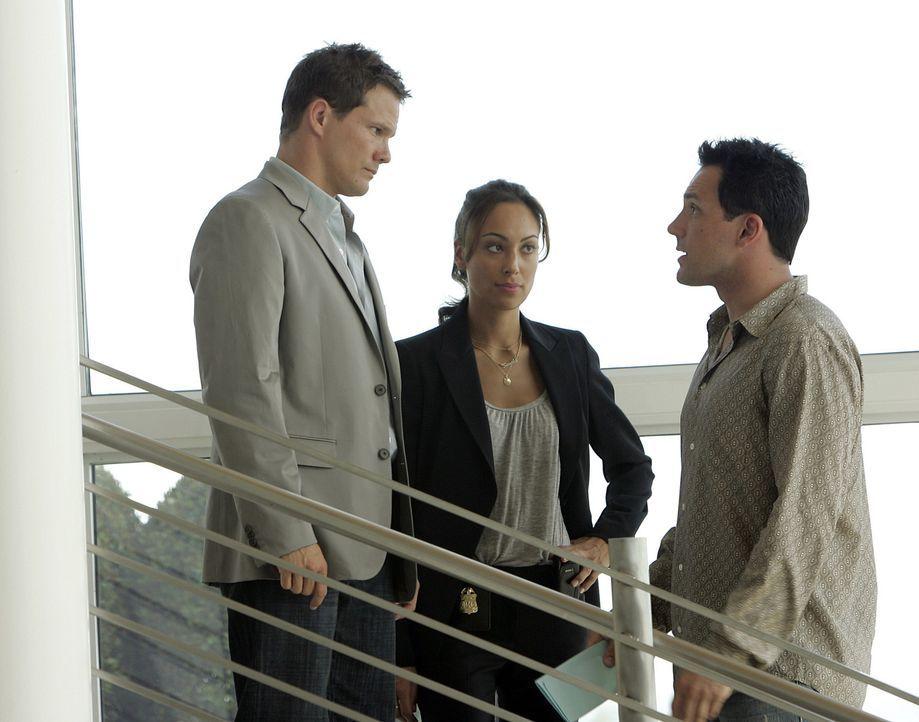 Hat Brett Chandler (Aaron Stanford, r.) etwas mit der Leiche in seiner Badewanne zu tun? Special Agent Liz Warner (Aya Sumika, M.) und Colby (Dylan... - Bildquelle: Paramount Network Television