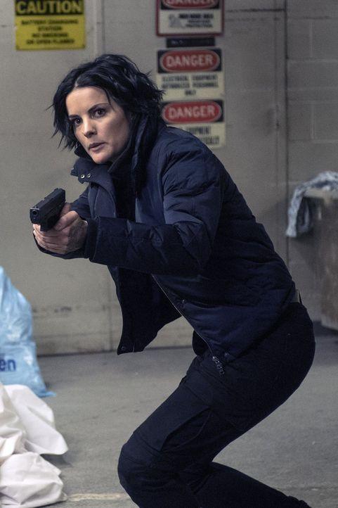Gelingt es dem Team um Jane (Jaimie Alexander), Shepherd aus ihrem Versteck zu locken? - Bildquelle: Warner Brothers
