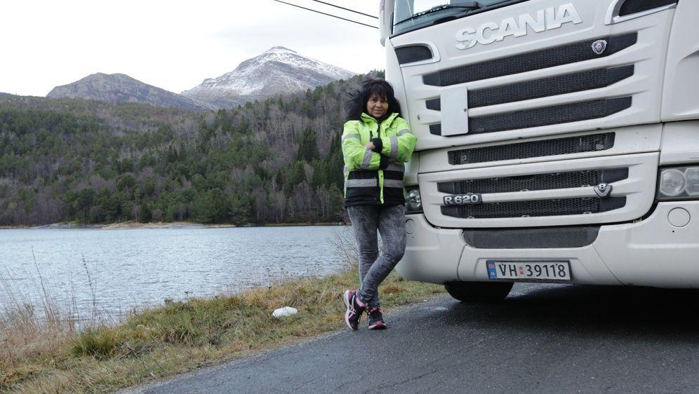 Truckerin Annette weiß sich durchzusetzen und genießt die Freiheiten, die ih... - Bildquelle: kabel eins