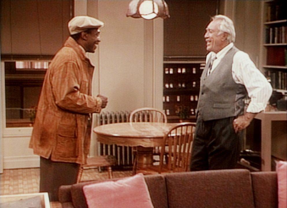 Am Ende gelingt es Cliff (Bill Cosby, l.), Theos Vermieter (Anthony Quinn, r.) zur Verlängerung des Mietvertrags mit seinem Sohn zu bewegen. - Bildquelle: Viacom