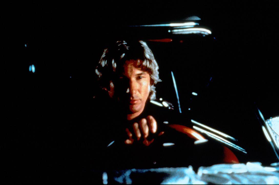 Nach einem Streit mit Olivia sucht Vincent Eastman (Richard Gere) das Alleinsein und fährt ziellos durch die Nacht. Er schreibt einen Brief an seine... - Bildquelle: Paramount Pictures