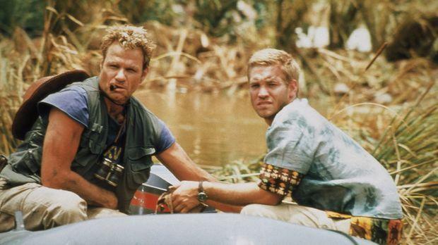 Versuchen dem Monster zu entkommen: Roland (Martin Kove, l.) und Zack (Chuck...