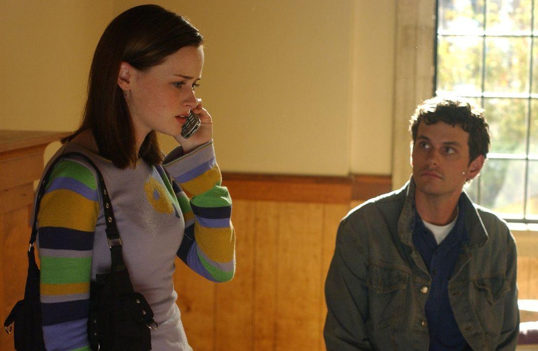 Eigentlich wollten Rory (Alexis Bledel) und ihrer Freundin Paris ihre neuen Zimmer in Yale belegen, doch diese taucht einfach nicht auf. Rory beginn... - Bildquelle: 2004 Warner Bros.
