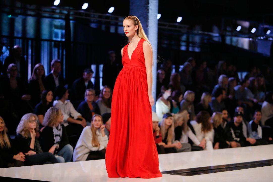 GNTM-Stf11-Epi01-erste-fashion-show-Kim-42-ProSieben-Huebner-TEASER - Bildquelle: ProSieben/Richard Huebner
