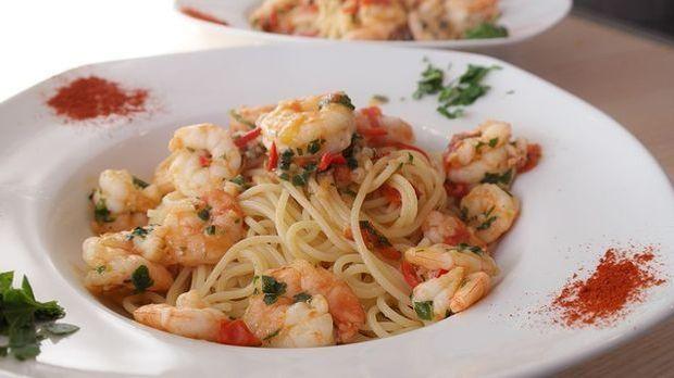 Pasta und Meeresfrüchte sind eine gute Kombination. Probieren Sie es aus.
