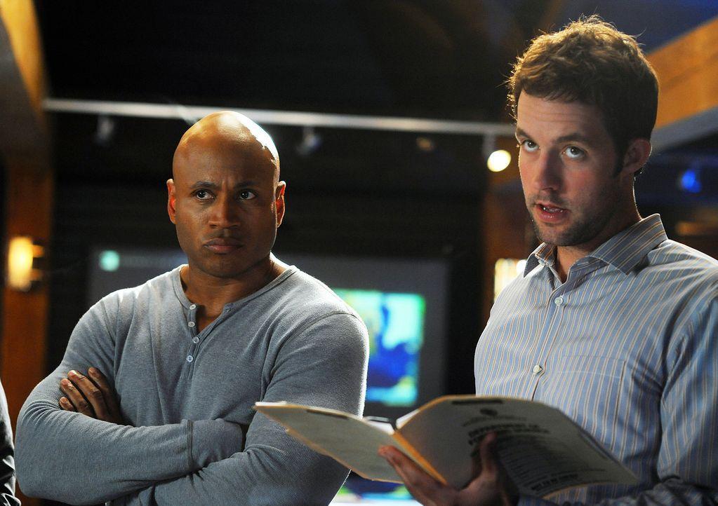 Suchen nach dem Motiv des Mordes an Daniel Su: Sam (LL Cool J, l.) und Nate (Peter Cambor, r.) ... - Bildquelle: CBS Studios Inc. All Rights Reserved.