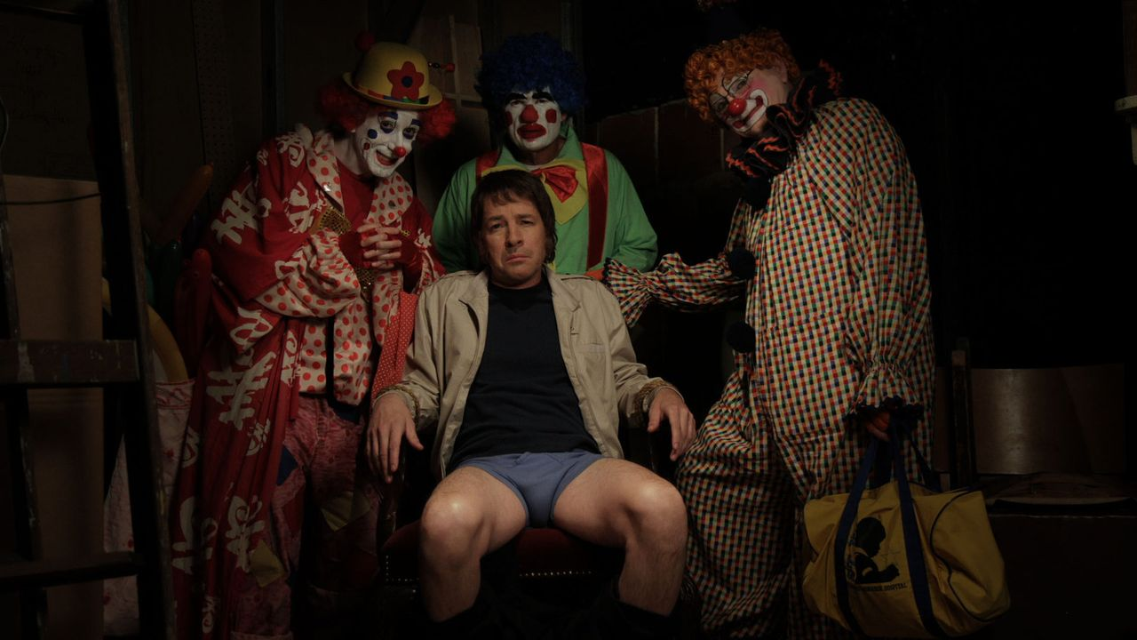 Herb (French Stewart, M.) gerät in die Hände von gruseligen Clowns ... - Bildquelle: 2012 TT Productions, LLC.  All rights reserved.