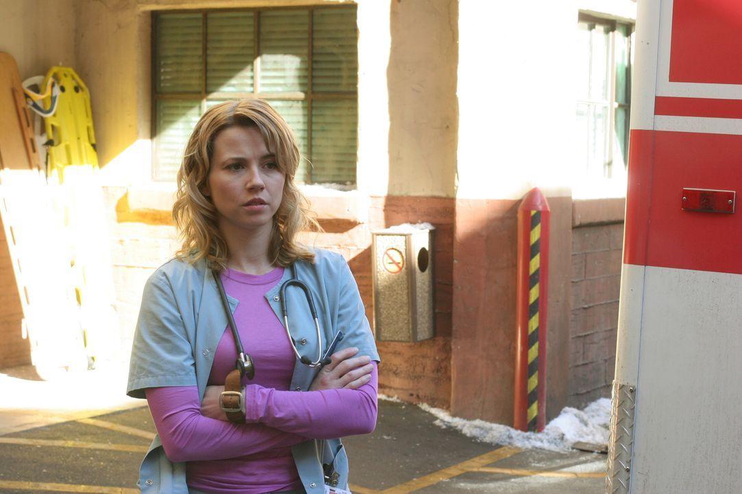 Gönnt sich eine kleine Verschnaufpause: Sam (Linda Cardellini) ... - Bildquelle: Warner Bros. Television
