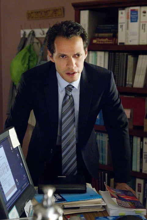 Detective Nick Renata (Marc Anthony) gibt Christina drei Aufgaben, die sie erledigen soll, damit der Tag zu ihrem Glückstag wird ... - Bildquelle: Sony 2009 CPT Holdings, Inc. All Rights Reserved