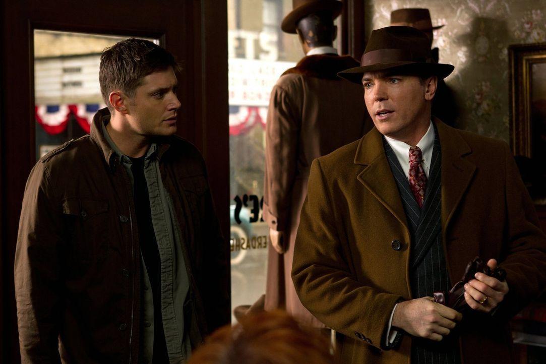 Sam und Dean (Jensen Ackles, l.) geraten mit dem Gott der Zeit aneinander, der Dean zurück ins Jahr 1944 schickt, wo er sofort auf Eliot Ness (Nicho... - Bildquelle: Warner Bros. Television