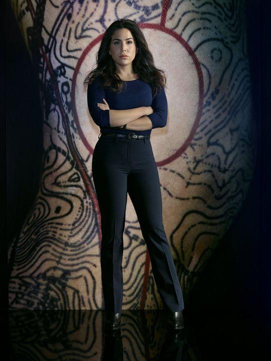 (2. Staffel) - Nicht nur Reed, sondern auch Agentin Tasha Zapata (Audrey Esparza) ist davon überzeugt, dass es ein Fehler ist, Jane zurück ins Team... - Bildquelle: Warner Brothers.