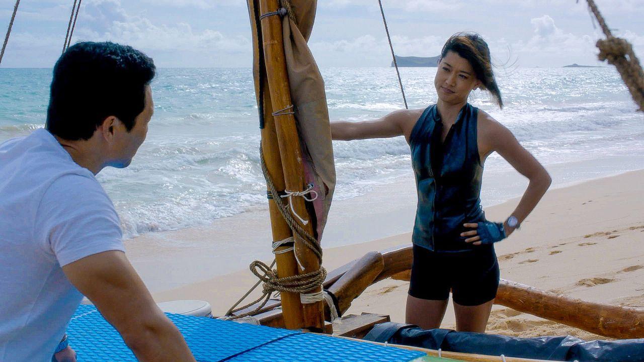 Während Kono (Grace Park, r.) zu einem Solo-Segeltrip um die Hawaiianischen Inseln aufbricht, sorgen diverse Überfälle auf Apotheken für Unruhe. Chi... - Bildquelle: 2015 CBS Broadcasting Inc. All Rights Reserved.