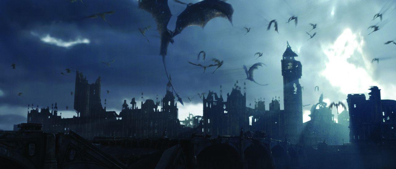 Entfesselte Drachen legen London in Schutt und Asche ... - Bildquelle: Touchstone Pictures und Spyglass Entertainment Group, LP Im Verleih der Buena Vista International