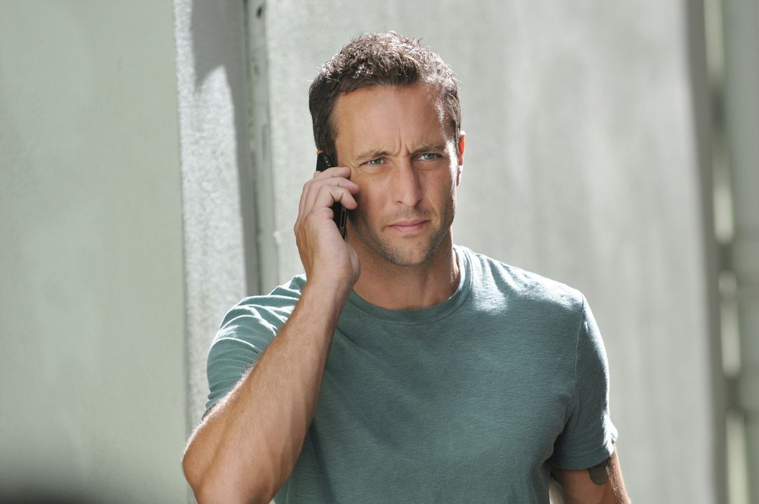 Ermittelt in einem neuen Fall: Steve (Alex O'Loughlin) ... - Bildquelle: TM &   CBS Studios Inc. All Rights Reserved.