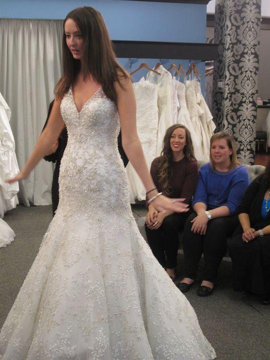 Kristy ist traurig, als sie ihr Traumkleid bei Vows nicht findet, während Laura glaubt, dass sie in einem schulterfreien Kleid nicht gut aussieht un... - Bildquelle: TLC