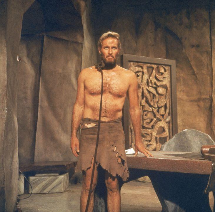Wegen einer Notlandung geraten Kommandant Taylor (Charlton Heston) und sein Team auf einen fremden Planeten. Kaum angekommen, werden sie gefangen ge... - Bildquelle: 20th Century Fox International Television
