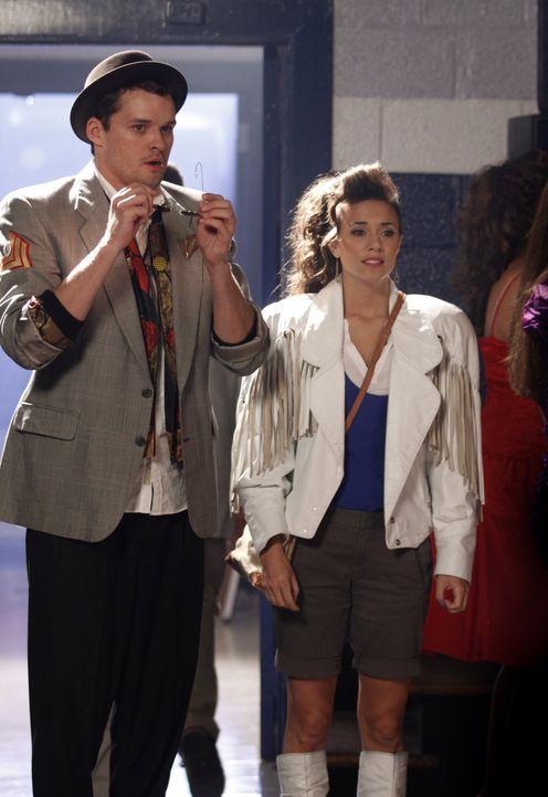 Auf dem Ehemaligen-Treffen wartet eine unangenehme Überraschung auf Julian (Austin Nichols, l.) und Alex (Jana Kramer, r.) ... - Bildquelle: Warner Bros. Pictures