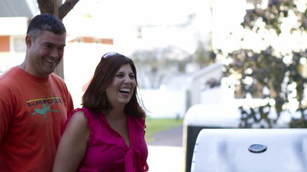 Carlos Bastos (l.) und seine Frau (r.) können nicht glauben, was aus ihrem la...