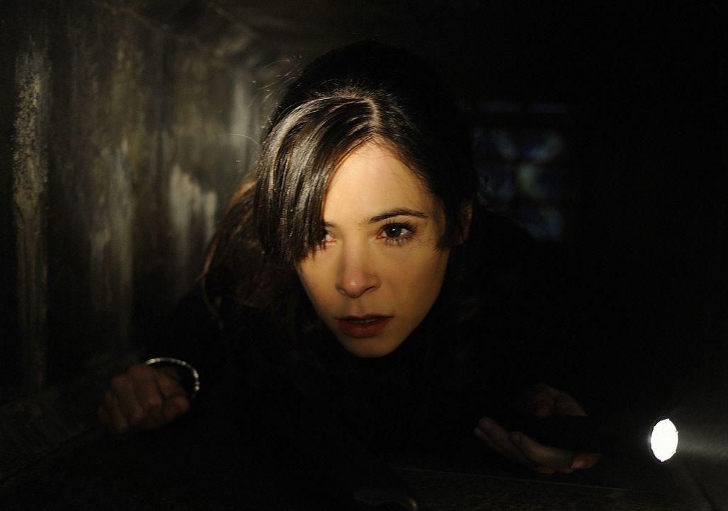 Abby (Elaine Cassidy) macht sich gemeinsam mit ihren Freunden auf die Suche nach den vermissten Personen. Denn sie müssen endlich die Insel verlass... - Bildquelle: 2009 CBS Studios Inc. All Rights Reserved.