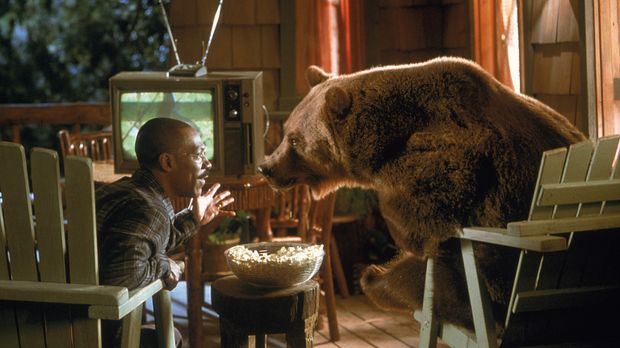 Gemütlicher Fernsehabend: Dr. Dolittle (Eddie Murphy) genießt die Gesellschaf...