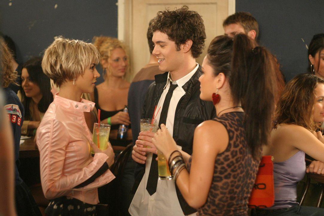 Die Entscheidung ist gefallen, doch Seth (Adam Brody, M.) bringt es nicht übers Herz, Summer (Rachel Bilson, r.) mitzuteilen, dass er nun mit Anna... - Bildquelle: Warner Bros. Television