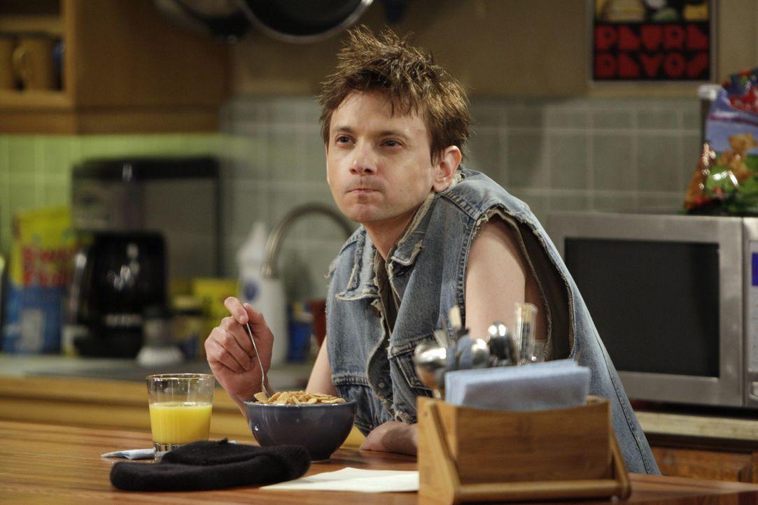 Noch ahnt Toby (D.J. Qualls) nicht, dass er drogensüchtig ist und einen verlogenen Cousin besitzt ... - Bildquelle: Warner Bros. Television