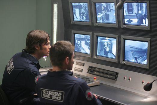 Supernatural - Sam (Jared Padalecki, l.) und Dean (Jensen Ackles, r.) Winches...