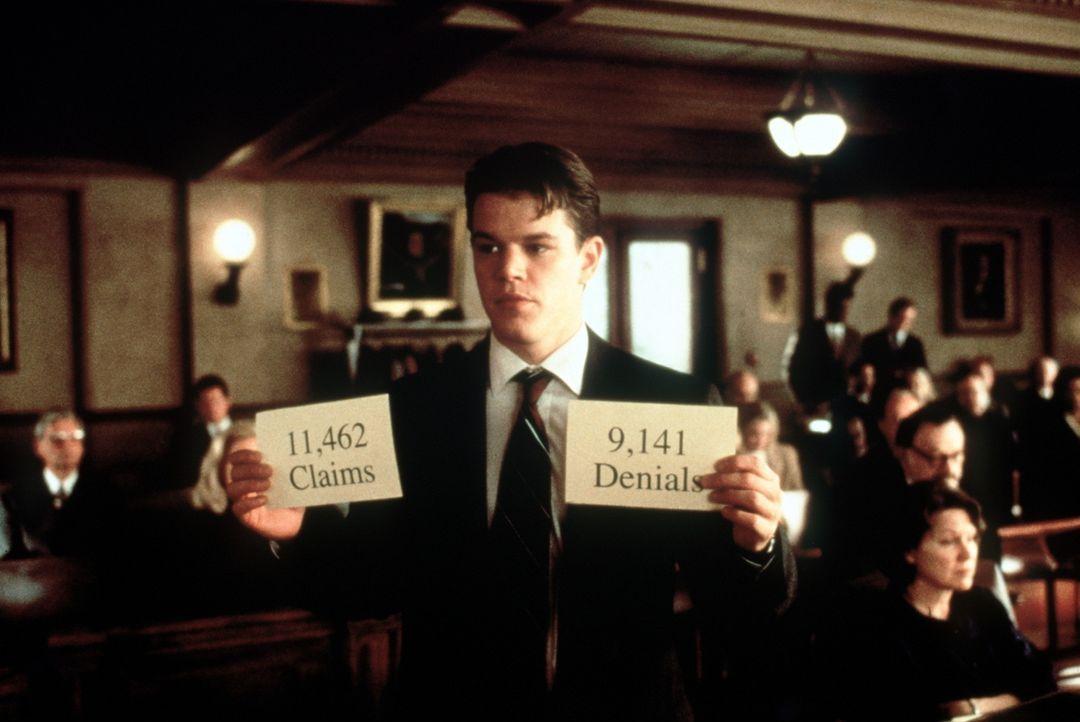 Der unerfahrene, aber ehrgeizige Jura-Absolvent Rudy Baylor (Matt Damon) übernimmt den Fall einer Arbeiterfamilie, deren Sohn an Leukämie erkrankt... - Bildquelle: Paramount Pictures