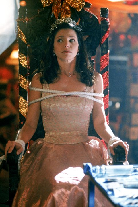 Cordelia (Charisma Carpenter) wird am Tag ihrer Wahl zur Maikönigin von einem unsichtbaren Mädchen entführt ... - Bildquelle: TM +   2000 Twentieth Century Fox Film Corporation. All Rights Reserved.