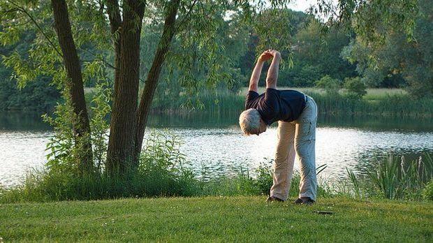Mann-Sport-Yoga