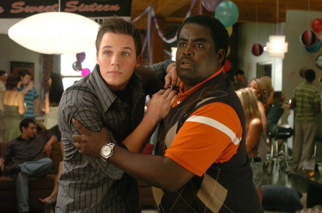 """Calvin (Gary 'G. Thang' Johnson, r.) hat eine ganz besondere Überraschung für die """"Sweet Sixteen-Party"""" seines Freundes Will (Matt Lanter, l.) ... - Bildquelle: Constantin Film Verleih"""