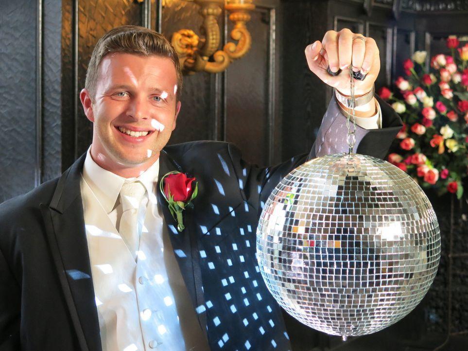 John ist davon überzeugt, dass seine Hochzeit die beste sein wird. Sehen das seine Konkurrenten genauso? - Bildquelle: Richard Vagg DCL