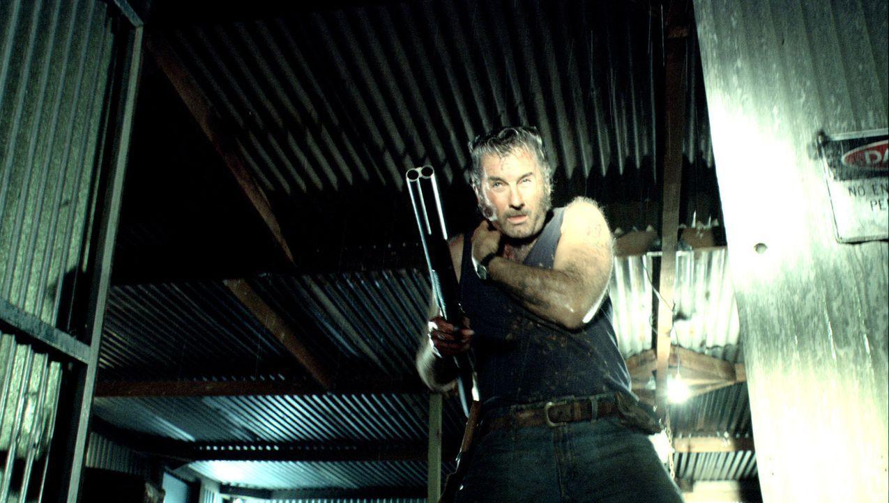 Gibt nicht auf: der angeschossene Mick (John Jarratt) ... - Bildquelle: Kinowelt