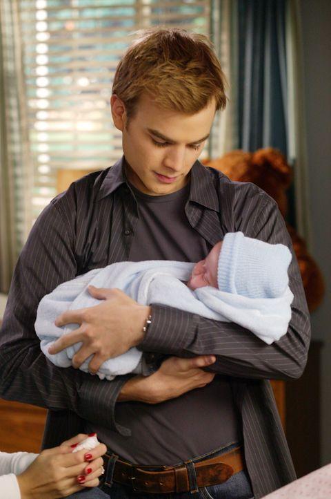 Als Simon (David Gallagher) erfährt, dass Sandy mit Wehen ins Krankenhaus gekommen ist, macht er sich sofort auf den Weg ... - Bildquelle: The WB Television Network