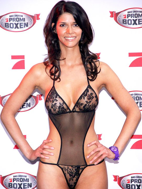 Micaela-Schaefer-12-03-29-Patrick-Hoffmann-WENN - Bildquelle: Patrick Hoffmann/WENN.com