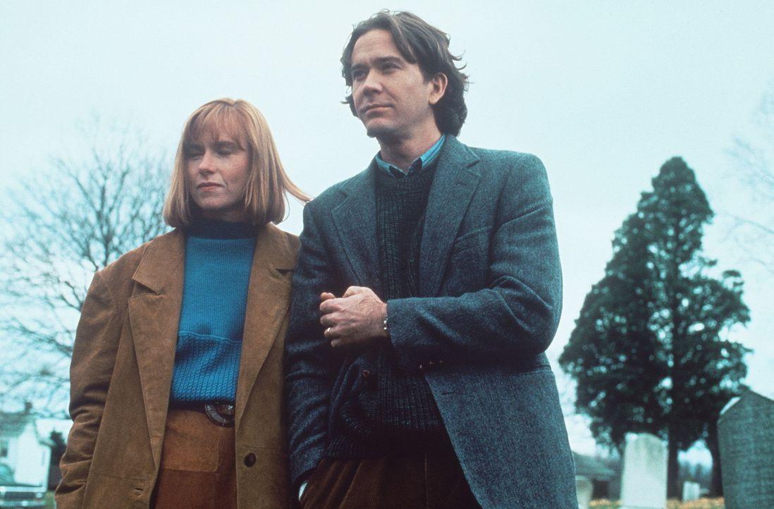"""Suchen verzweifelt nach einer Lösung: Liz Beaumonts (Amy Madigan, l.) Mann Thad (Timothy Hutton, r.) wird von der """"dunklen Seite"""" seiner Persönlic... - Bildquelle: Orion Pictures Corporation"""