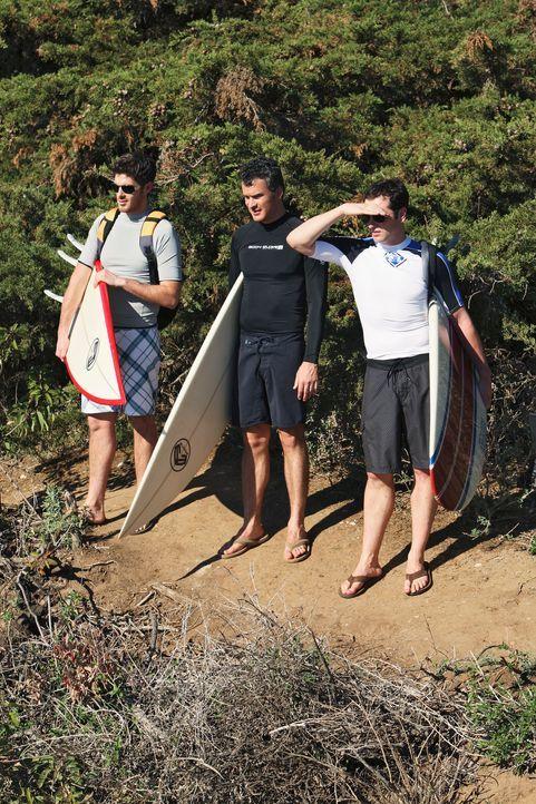 So gar nicht in Partystimmung: Kevin (Matthew Rhys, r.), Justin (Dave Annable, l.) und Tommy (Balthazar Getty, M.) ... - Bildquelle: 2008 ABC INC.