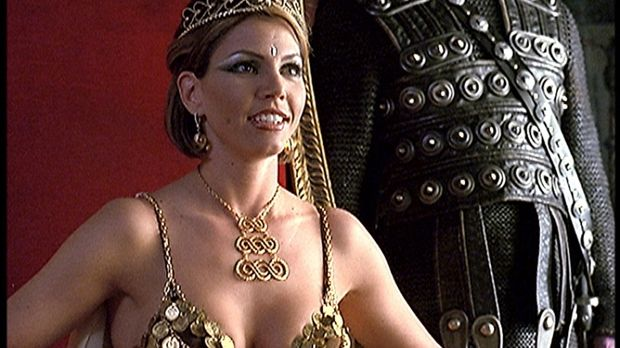 Cordelia (Charisma Carpenter), die neue Herrscherin Pyleas, befreit Angel, We...