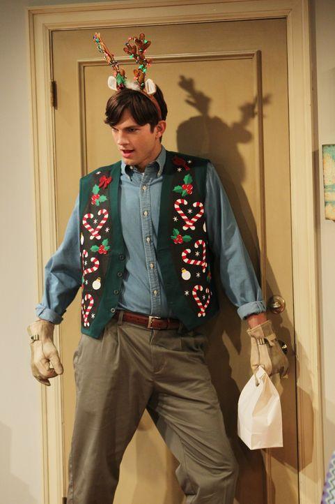Während Walden (Ashton Kutcher) versucht, sein neues Leben als Sam Wilson zu meistern, steht Alan vor einem einsamen Weihnachtsfest ... - Bildquelle: Warner Brothers Entertainment Inc.