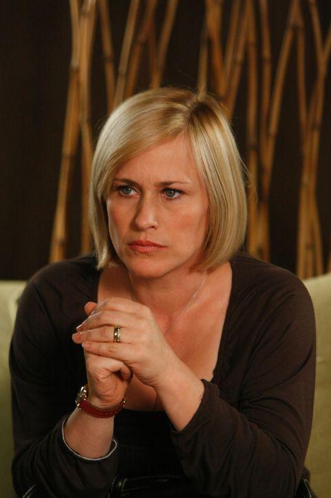 Nachdem Allison (Patricia Arquette) aus einem Traum aufgewacht ist, kann sie plötzlich nichts mehr hören und es gibt keine medizinische Begründung f... - Bildquelle: Paramount Network Television