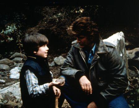Ein Engel auf Erden - Charlys Sohn Robby und Jonathan (Michael Landon, r.) sc...