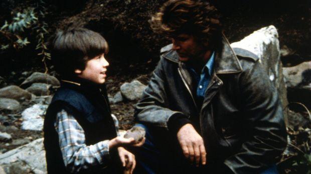 Charlys Sohn Robby und Jonathan (Michael Landon, r.) schließen Freundschaft....