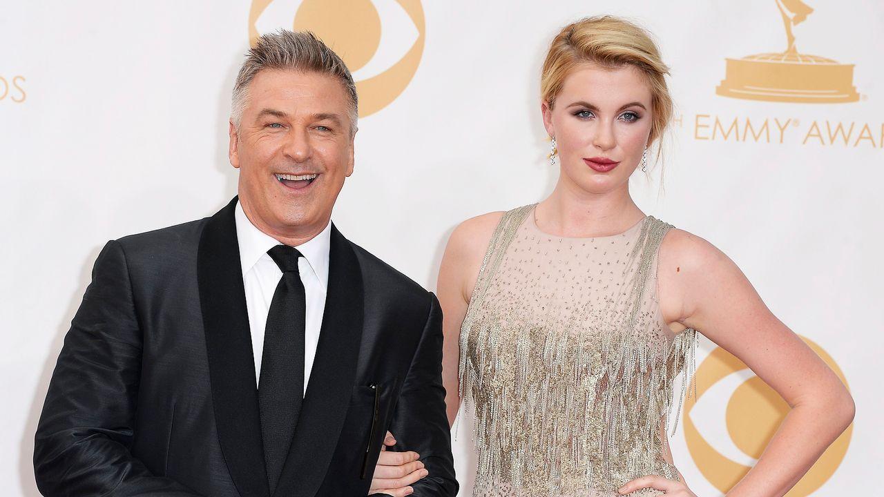 Emmy-Awards-Alec-Baldwin-Ireland-Baldwin-13-09-22-dpa - Bildquelle: dpa picture alliance